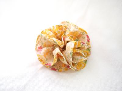 布コサージュ-黄色小花1.jpg